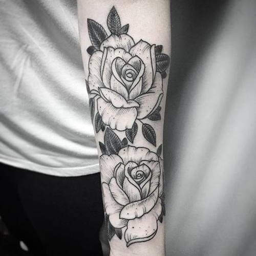 Ý nghĩa hình xăm hoa hồng đen ẩn chứa điều gì 9