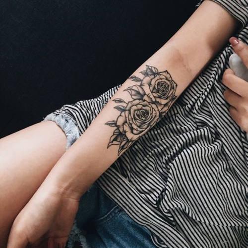 Ý nghĩa hình xăm hoa hồng đen ẩn chứa điều gì 7