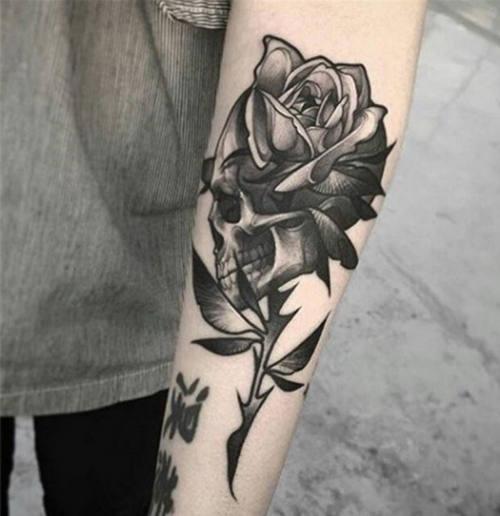 Ý nghĩa hình xăm hoa hồng đen ẩn chứa điều gì 5