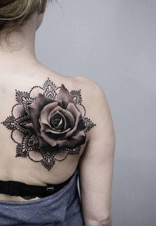 Ý nghĩa hình xăm hoa hồng đen ẩn chứa điều gì 2
