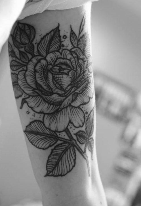 Ý nghĩa hình xăm hoa hồng đen ẩn chứa điều gì 3