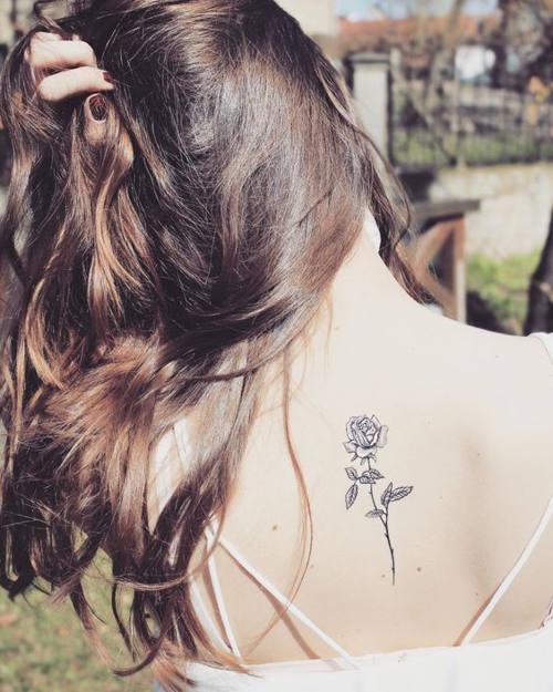 Ý nghĩa hình xăm hoa hồng đen ẩn chứa điều gì 14