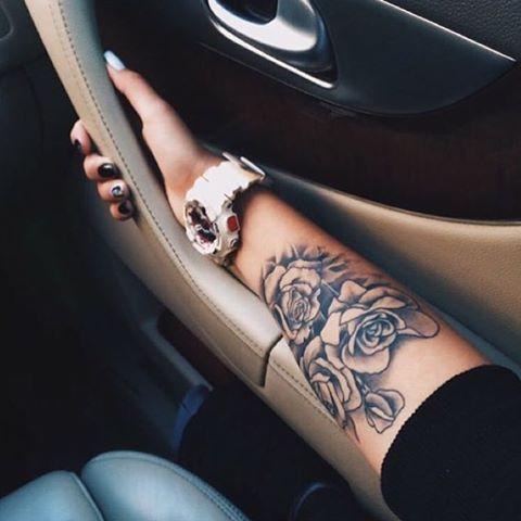 Ý nghĩa hình xăm hoa hồng đen ẩn chứa điều gì 13