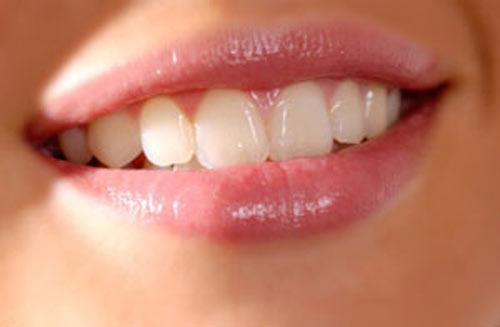 xóa xăm môi có đau không 3